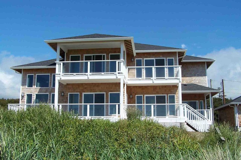 Modern Ocean Front Home on a Sandy Beach! Hot Tub & Game Room! - Image 1 - Waldport - rentals