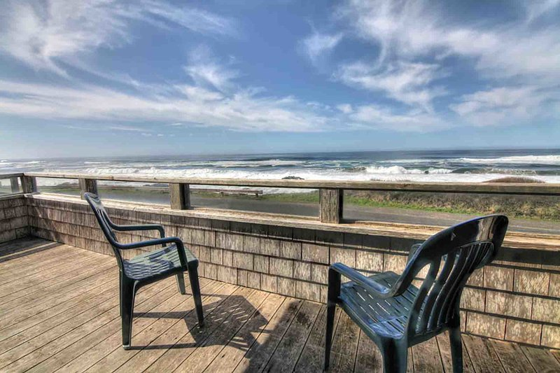 Ocean Front with Amazing View & Private Hot Tub! FREE NIGHT! - Image 1 - Yachats - rentals