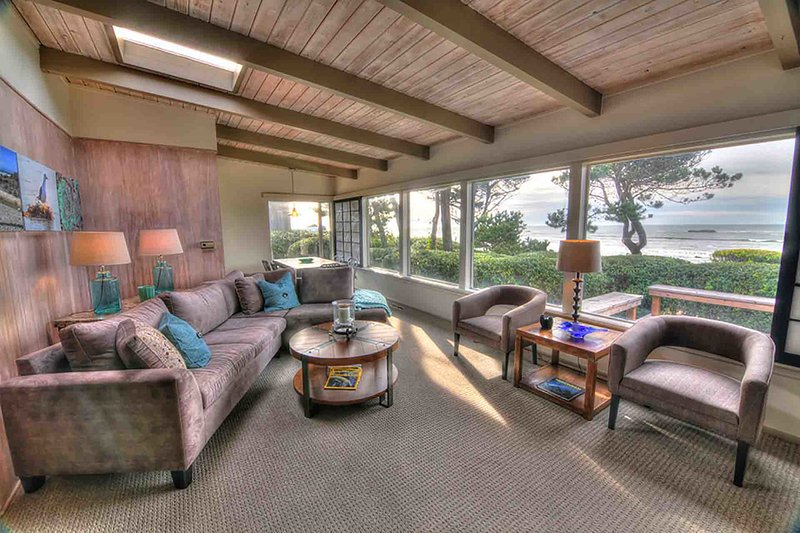 Ocean Front with Sandy Beach! - Image 1 - Seal Rock - rentals