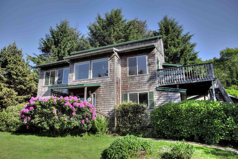 Short Walk to Beautiful Sandy Beach! Private Hot Tub! - Image 1 - Yachats - rentals