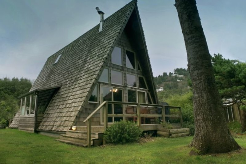 People Say It's the 'Coolest House in Yachats! Ocean View! FREE NIGHT! - Image 1 - Yachats - rentals