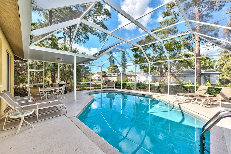 Tuscan Vacation Rental - Naples Florida Vacation Homes - Fresh, Pristine & Comfortable, Private Pool, Walk to the Beach in Minutes! - Tuscan Vacation Rental - Naples - rentals