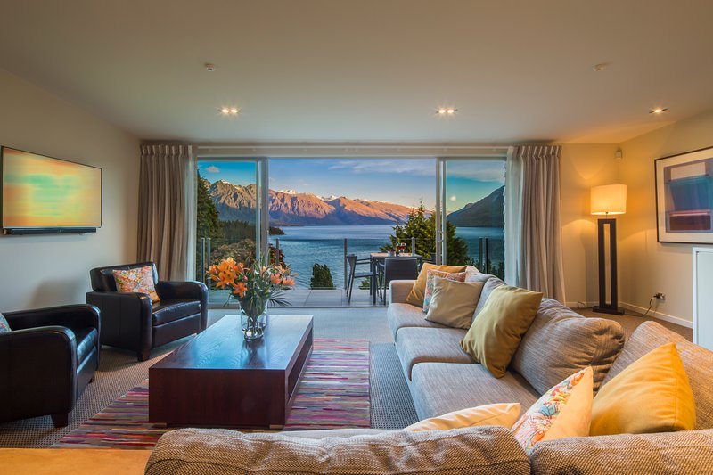 Front Row Apartment Living Room - LakeRidge Queenstown - 3 bedrm lakeview apartments - Queenstown - rentals
