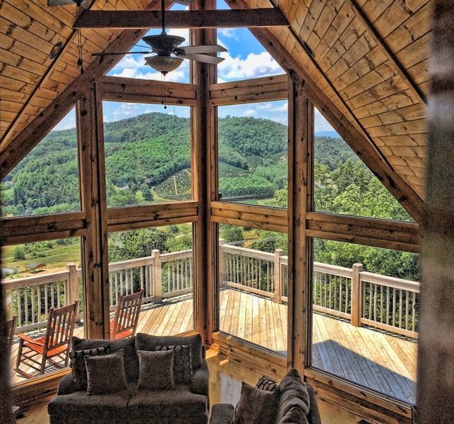 5BR Mountain Cabin with Long Range Views in Gated Community only 12 Miles to - Image 1 - Fleetwood - rentals