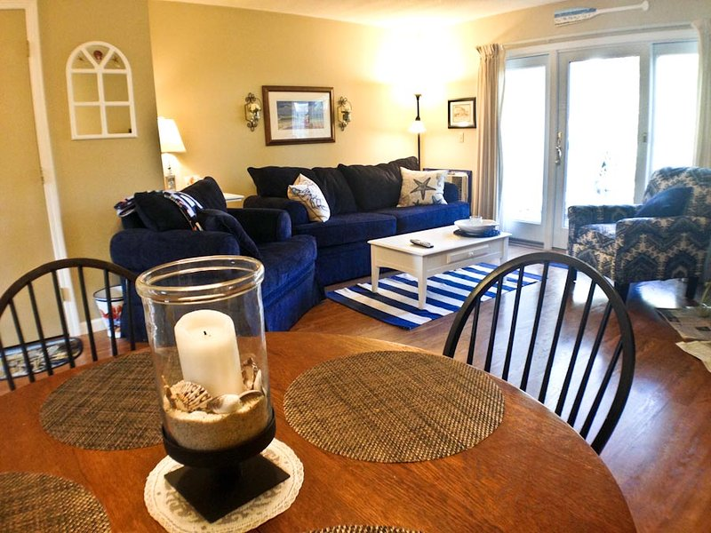 Dining/living area - Ocean Edge - Attractive 2 BR (sleeps 6) with A/C & pool (fees apply) - BI0048 - Brewster - rentals