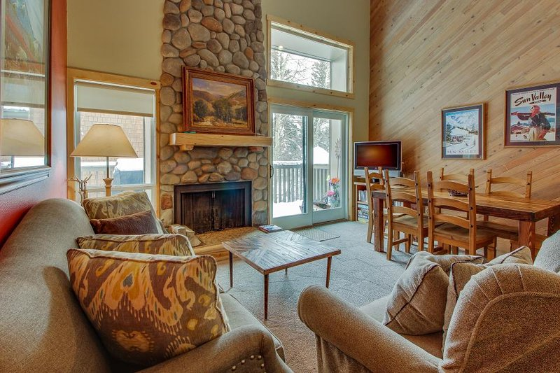 Warm condo just steps from pool, hot tub, tennis, and golf! - Image 1 - Sun Valley - rentals