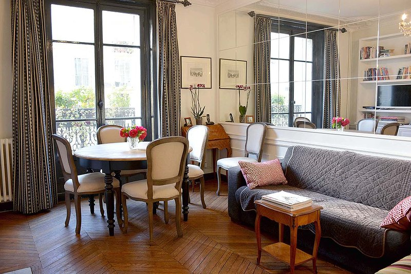 Living room - 2 Bedroom Apartment Close to Eiffel Tower - Paris - rentals