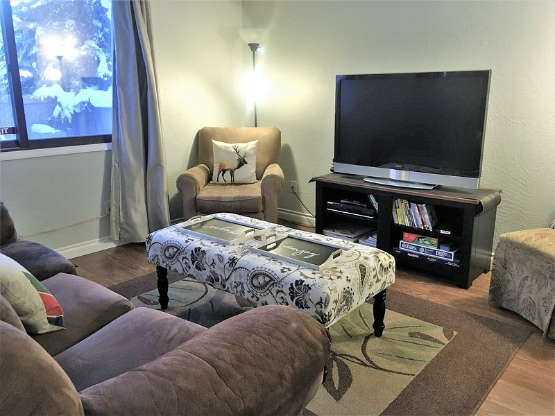 """""""Best of all the home was SO VERY CLEAN AND QUIET. We would definitely stay here again,"""" wrote HAC. - 5-star UPDATED House! Central. W/D. WiFi. Yard - Anchorage - rentals"""
