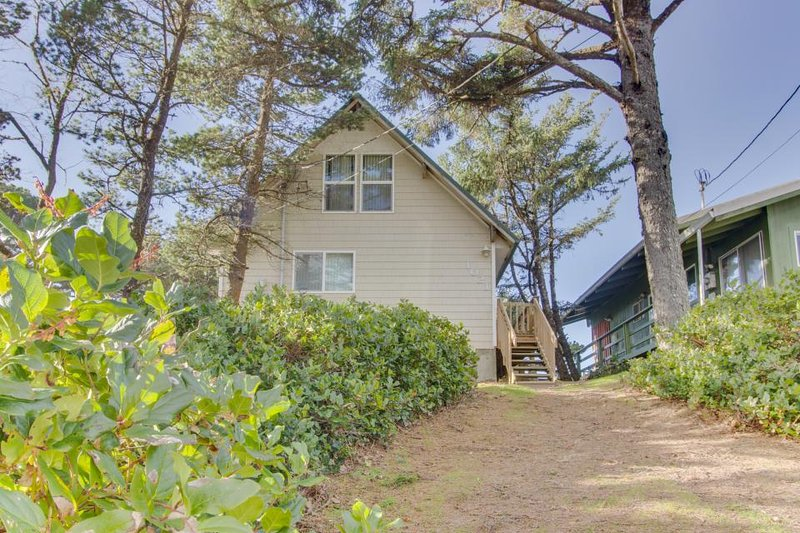 Oceanfront, dog-friendly house w/ ocean views & private trail to the beach! - Image 1 - Rockaway Beach - rentals
