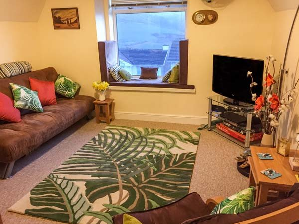 GLENWOOD, second floor apartment,close to beach,parking space, in Woolacombe - Image 1 - Woolacombe - rentals