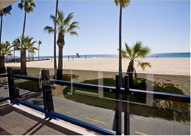 Enjoy the Views from this Bright Lower Level Oceanfront Condo! (68136) - Image 1 - Newport Beach - rentals