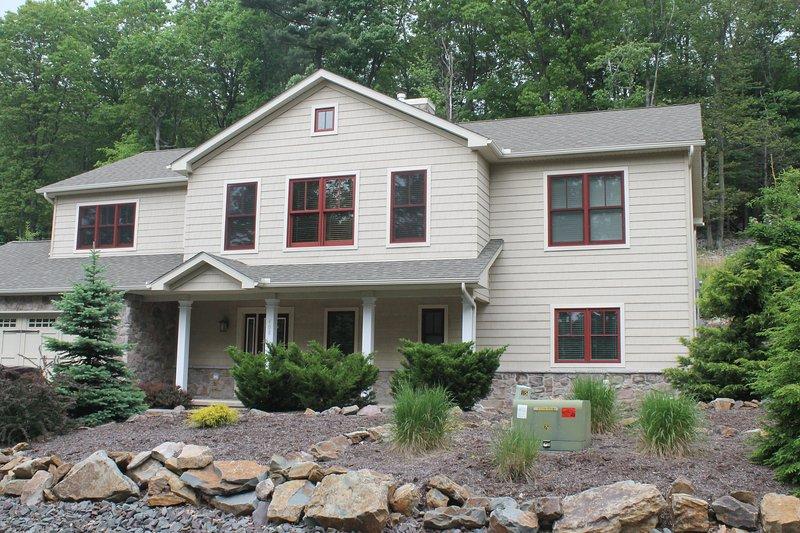 House faces lake and ski slopes - Big Boulder Laurel Woods Big Lake/Ski House - Lake Harmony - rentals