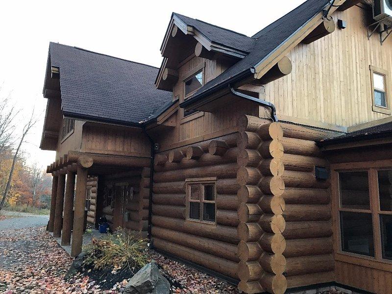 ChaletsOasis luxury lakeside 5 bedroom log home - Image 1 - Saint Sauveur des Monts - rentals