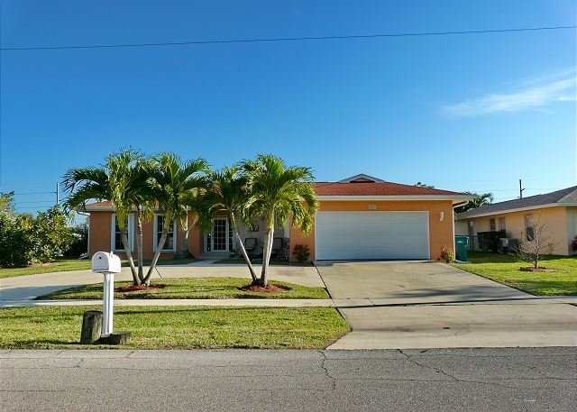 Waterfront home w/ heated pool & dock with access to the Gulf of Mexico - Image 1 - Marco Island - rentals