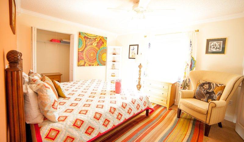 King Master Bedroom - with southern exposure  - Casa Van Lopik (J) – In Siesta Village steps to the best beaches! - Siesta Key - rentals