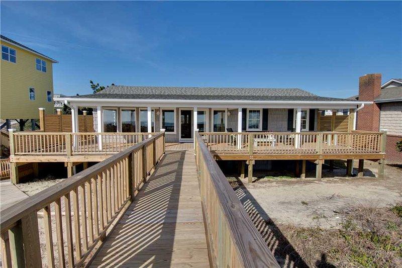 Big Daddy's Beach House - Image 1 - Emerald Isle - rentals