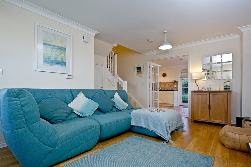 Pelican Cottage, Charlestown located in Charlestown, Cornwall - Image 1 - Saint Austell - rentals