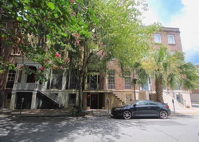 Taylor Garden - Historic 1BR Garden on Monterey Square with Exposed Brick & Hardwood Floors - Savannah - rentals