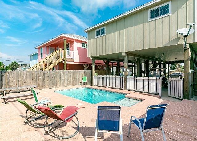 Private Pool - Reel'Em Inn, 3 bed/2bath, PRIVATE POOL, Sleeps 16, *FREE GOLF CART - Port Aransas - rentals