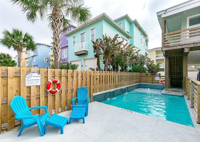 Seating - At Last: PRIVATE POOL, *FREE 6 Seat Golf Cart, Boat Parking, 4/3, Outdoor TV - Port Aransas - rentals