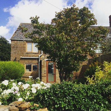 PRIORS END COTTAGE, stone-built, en-suite, woodburner, romantic retreat, in Claydon, Mollington, Ref 934459 - Image 1 - Mollington - rentals