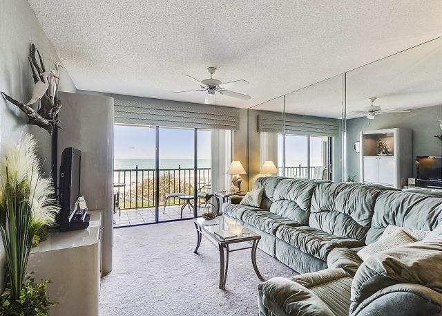 Living Area - Lands End #404 building 6 - Beach Front - Treasure Island - rentals