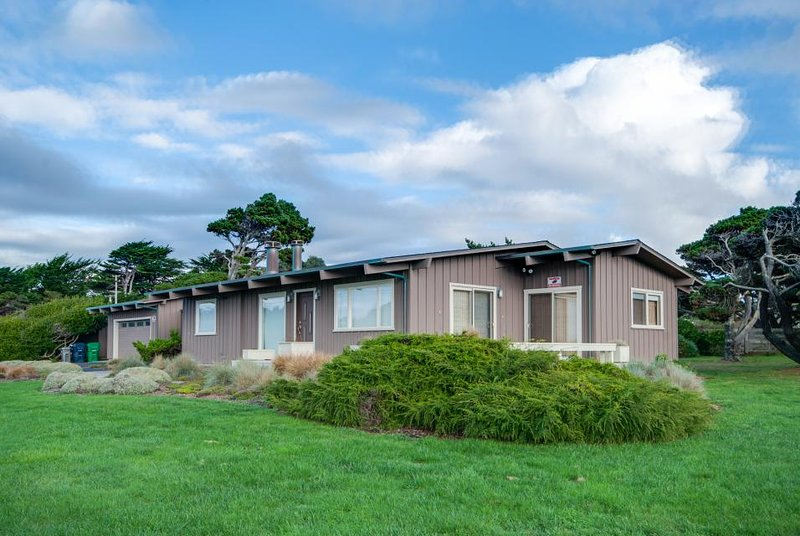 Gorgeous, dog-friendly, oceanview home with private hot tub - Image 1 - Fort Bragg - rentals