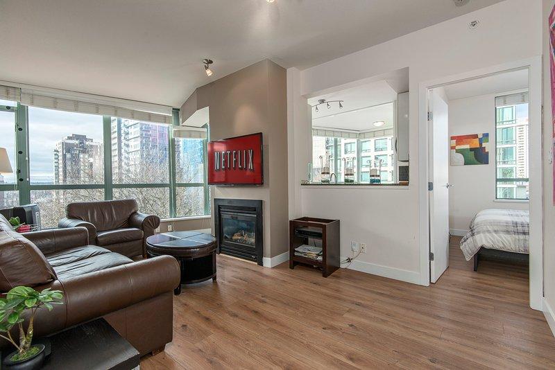 Sunny & Spacious 900SQ 3Bd 2 Bath Downtown Netflix - Image 1 - Vancouver - rentals