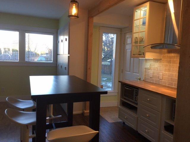 Plum suite new kitchen 2017 and hall entrance - Plum Suite:1 king bdrm + dbl bed in livingrm, dbl jacuzzi, kit, deck, bbq, wifi - Penticton - rentals