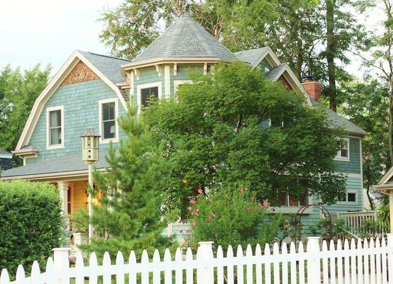 The Davis House, Landmarked 1892 Farm House - Image 1 - Glen Ellyn - rentals