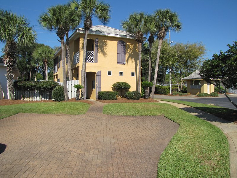 Casa De Playa,  Walk to the beach!  4BR/3BA sleeps 10! - Casa de Playa*Walk to the Beach*Nicely Upgraded! - Destin - rentals