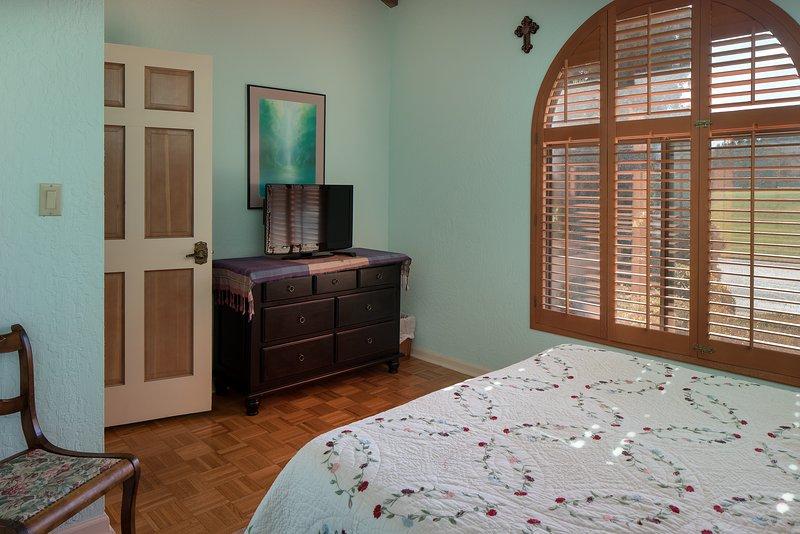 Guest bedroom 2 with Queen bed. - Red Rock Townhouse - Sedona - rentals