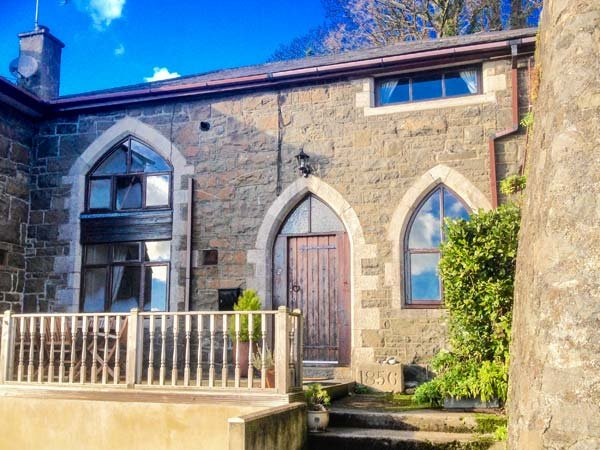 THE OLD SCHOOL HOUSE, family friendly, character holiday cottage, with a garden in Pwllheli, Ref 925944 - Image 1 - Pwllheli - rentals