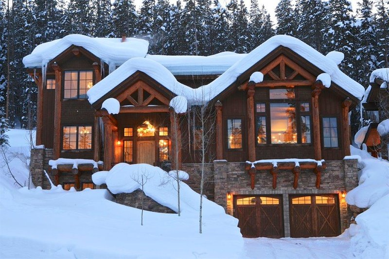 A warm welcome awaits below the slopes. - Bridger's Cache Ski Lodge - Winter Park - rentals