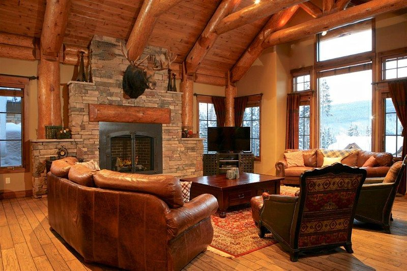 The great room brings friends and family together. - Bridger's Cache Ski Lodge - Winter Park - rentals