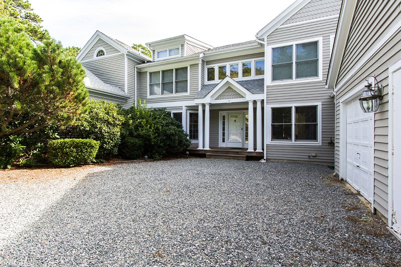 Main Entrance and Parking - FREES - Tashmoo Cove Condominium, Private Association Pool, Tennis and Beach - Vineyard Haven - rentals