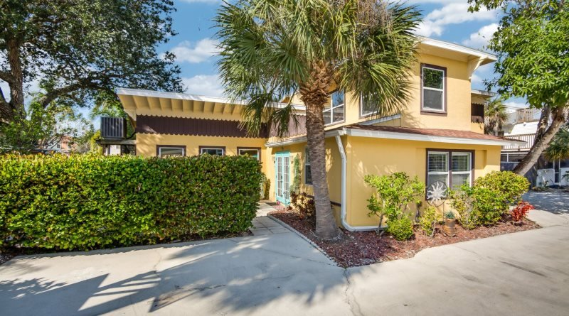 1/23: front of house - Sun Kissed Villa with Fabulous Pool and HD TV has it all! - Sun Kissed Villa - Fort Myers Beach - rentals