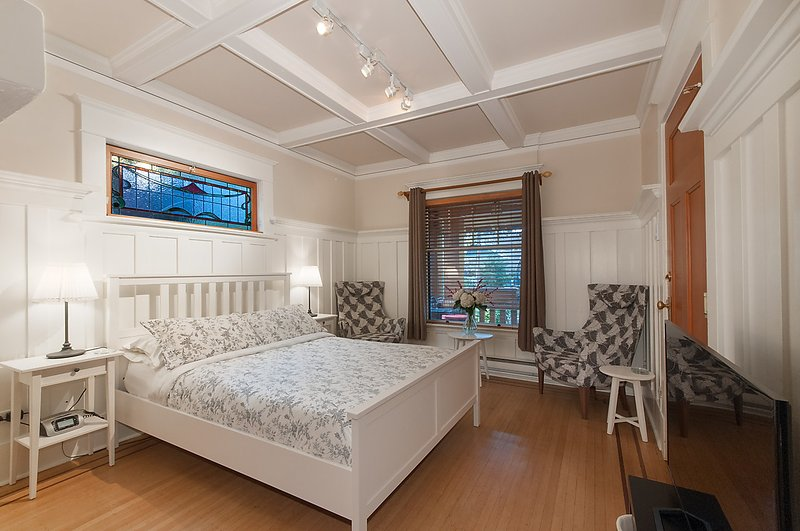 Luxury queen size Sterns and Foster Sleep Set - Classic Heritage Studio Suite  Close to Everything - Vancouver - rentals