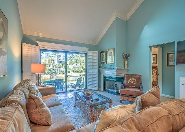 Living Area - 116 Abbington - 3 minute walk to beach & beautiful lagoon views - Hilton Head - rentals