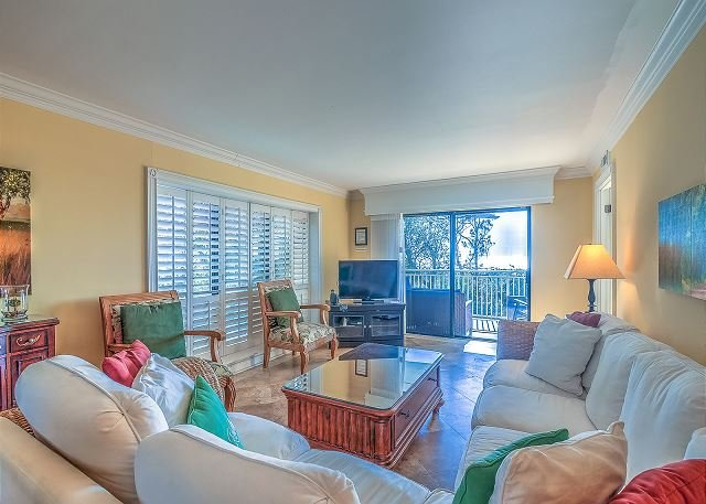 Living Area - 206 Shorewood -Direct Oceanfront and Fully Renovated, Zero Entry & Kiddy Pool - Hilton Head - rentals