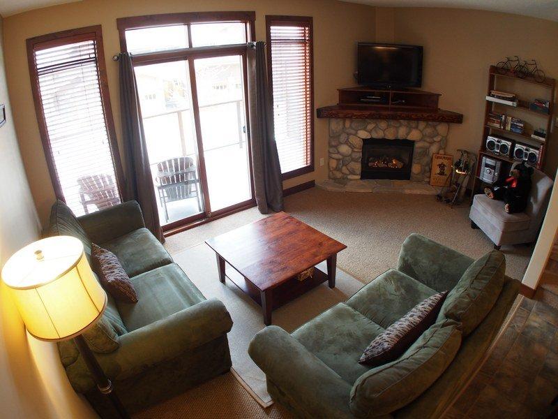 WH13Livingroom - Woodhaven Townhouses - 13 - Sun Peaks - rentals