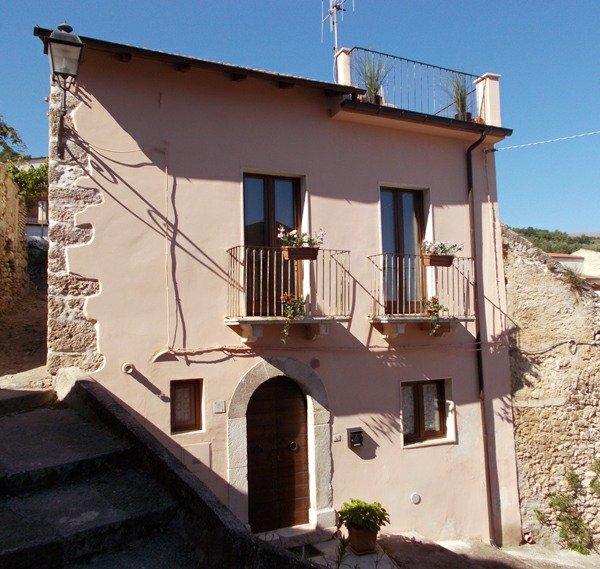 Casa Rosa, 'Villa in the village' - Casa Rosa detached village house Abruzzo, Sulmona, roof terrace, garden, WiFi - Sulmona - rentals