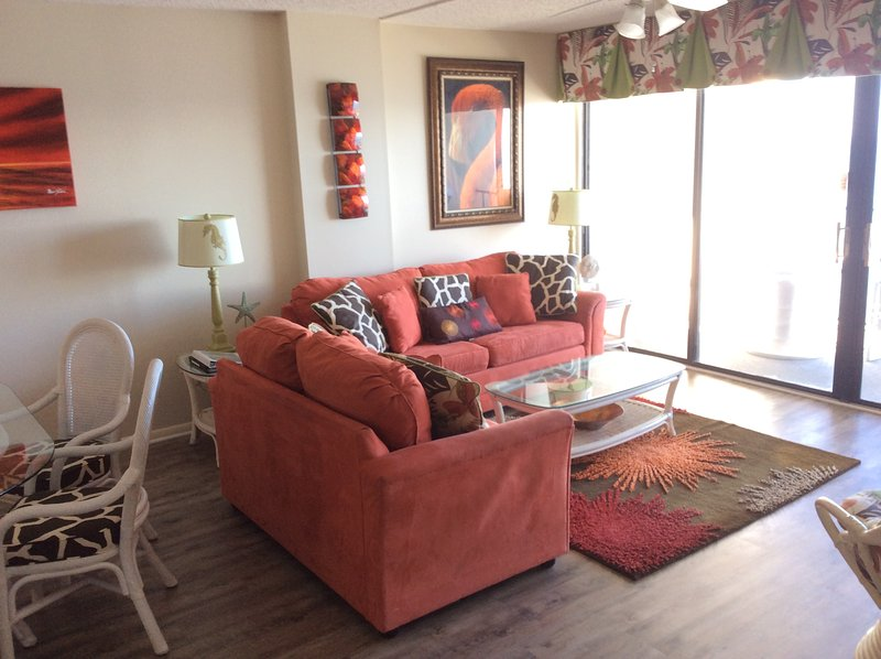 Living area - Oceanfront Picturesque Condo Rental with a Terrace - Myrtle Beach - rentals