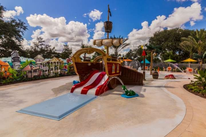 Hey kids check out the pirate ship - 462 Festival - Davenport - rentals
