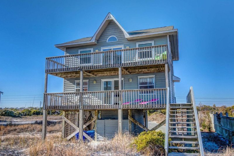 648 Hampton Colony - Hampton Colony 648 Oceanfront-B Lot! | Community Pool, Fireplace - North Topsail Beach - rentals
