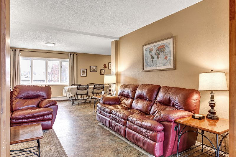 Three Living Rooms for this Large Home! - Anchorage's biggest vacation rental home - Anchorage - rentals