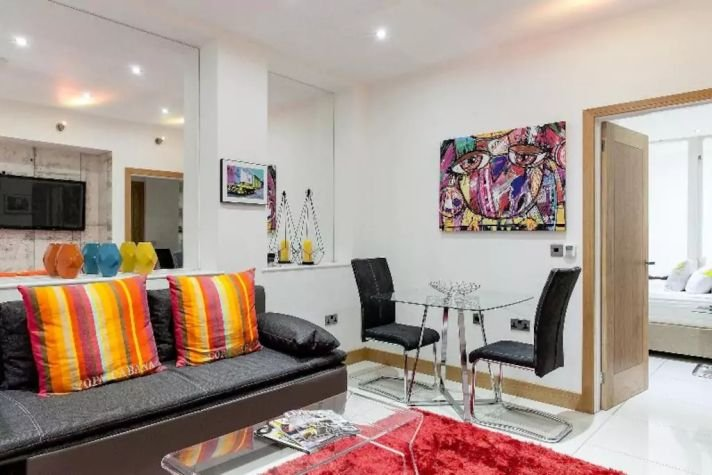 OXFORD CIRCUS*2Bed/2.5Bath*LOVELY DESIGNED*FREE AIRPORT PICK UP!*QUIET*PRIVATE - Image 1 - Titchfield - rentals