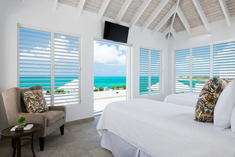 Cascade Beachfront of long walking beach - Image 1 - Providenciales - rentals