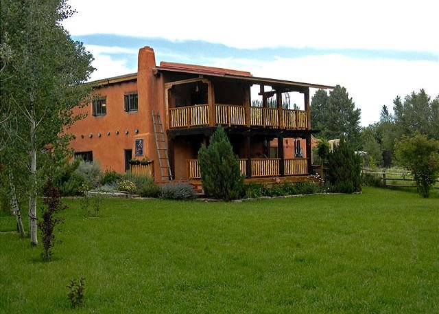 Picture perfect peace and serenity  - Hacienda Encantada Near Town w/ Mountain Views and Private Setting Hot Tub - Taos - rentals