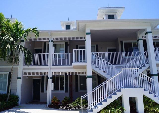 GREENLINKS 924 - Fairway View 2+Den Golf Villa - Image 1 - Naples - rentals